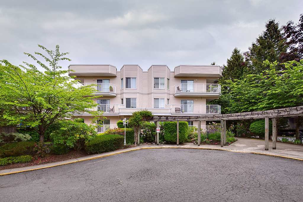 "Photo 2: Photos: 305 12206 224TH Street in Maple Ridge: East Central Condo for sale in ""Cottonwood Place"" : MLS®# R2374390"