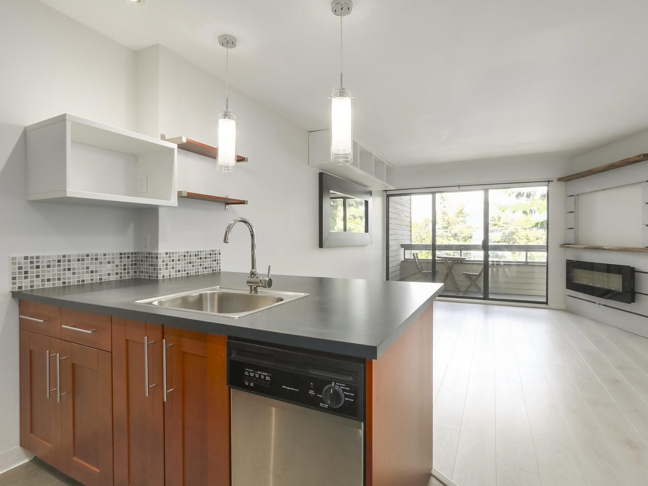 """Main Photo: 202 2234 PRINCE ALBERT Street in Vancouver: Mount Pleasant VE Condo for sale in """"OASIS"""" (Vancouver East)  : MLS®# R2376523"""