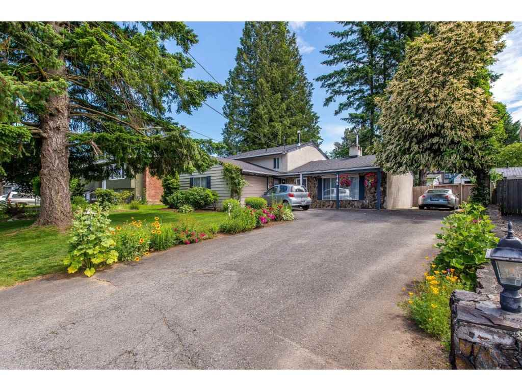 Main Photo: 2136 BAKERVIEW Street in Abbotsford: Abbotsford West House for sale : MLS®# R2379049