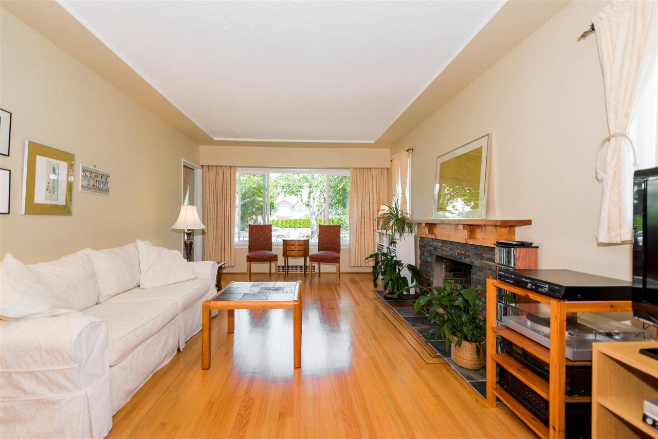 Photo 6: Photos: 1404 W 64TH Avenue in Vancouver: Marpole House for sale (Vancouver West)  : MLS®# R2385000