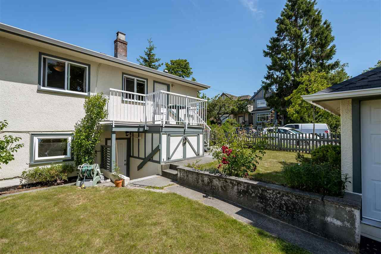 Photo 3: Photos: 1404 W 64TH Avenue in Vancouver: Marpole House for sale (Vancouver West)  : MLS®# R2385000