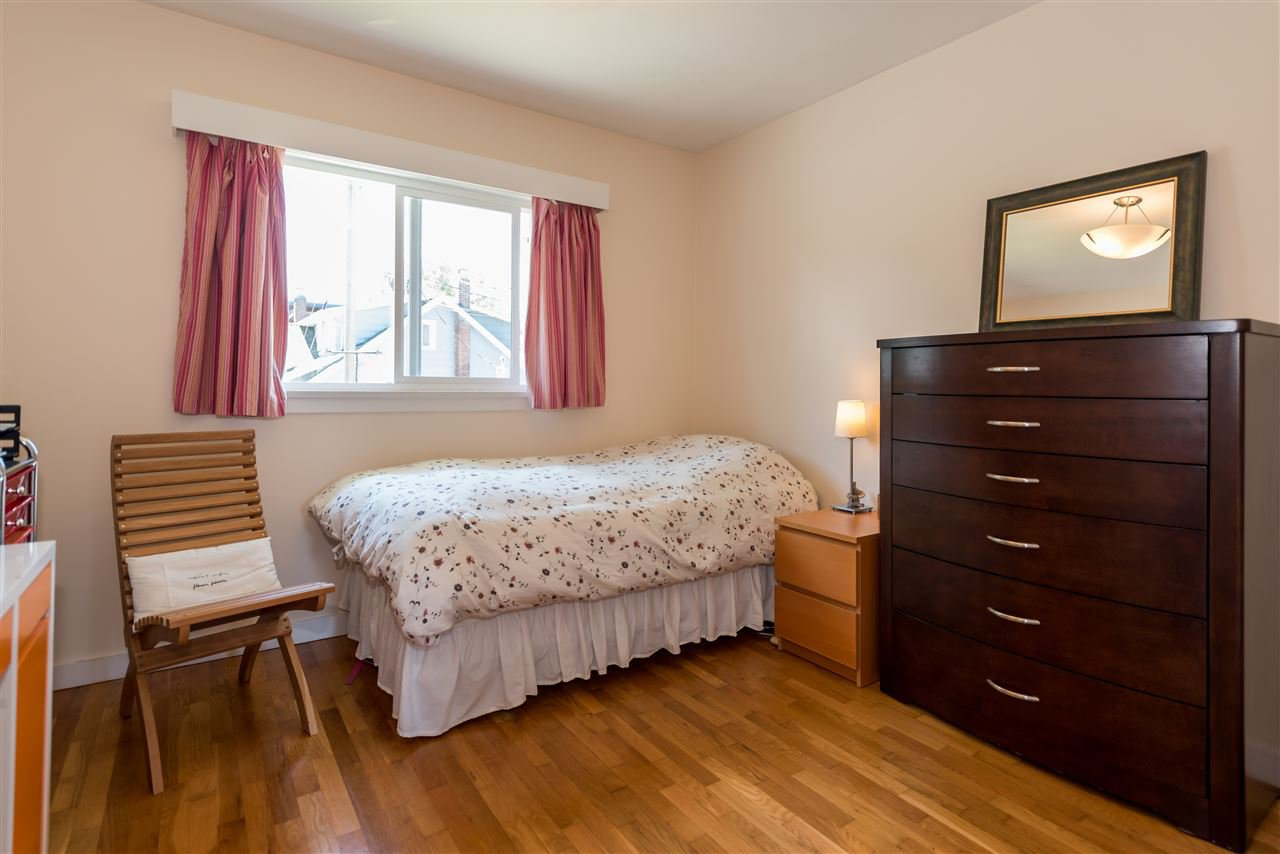 Photo 12: Photos: 1404 W 64TH Avenue in Vancouver: Marpole House for sale (Vancouver West)  : MLS®# R2385000