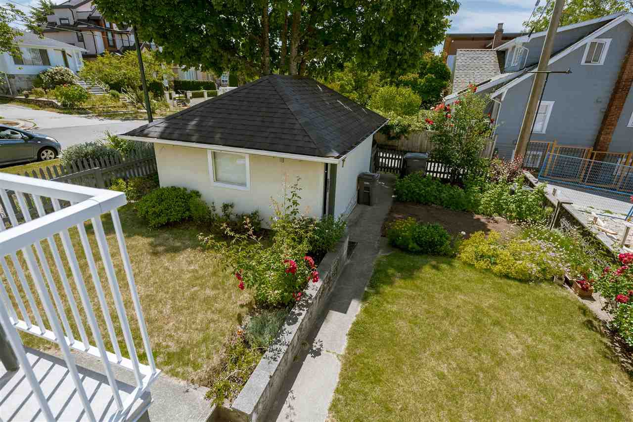 Photo 4: Photos: 1404 W 64TH Avenue in Vancouver: Marpole House for sale (Vancouver West)  : MLS®# R2385000