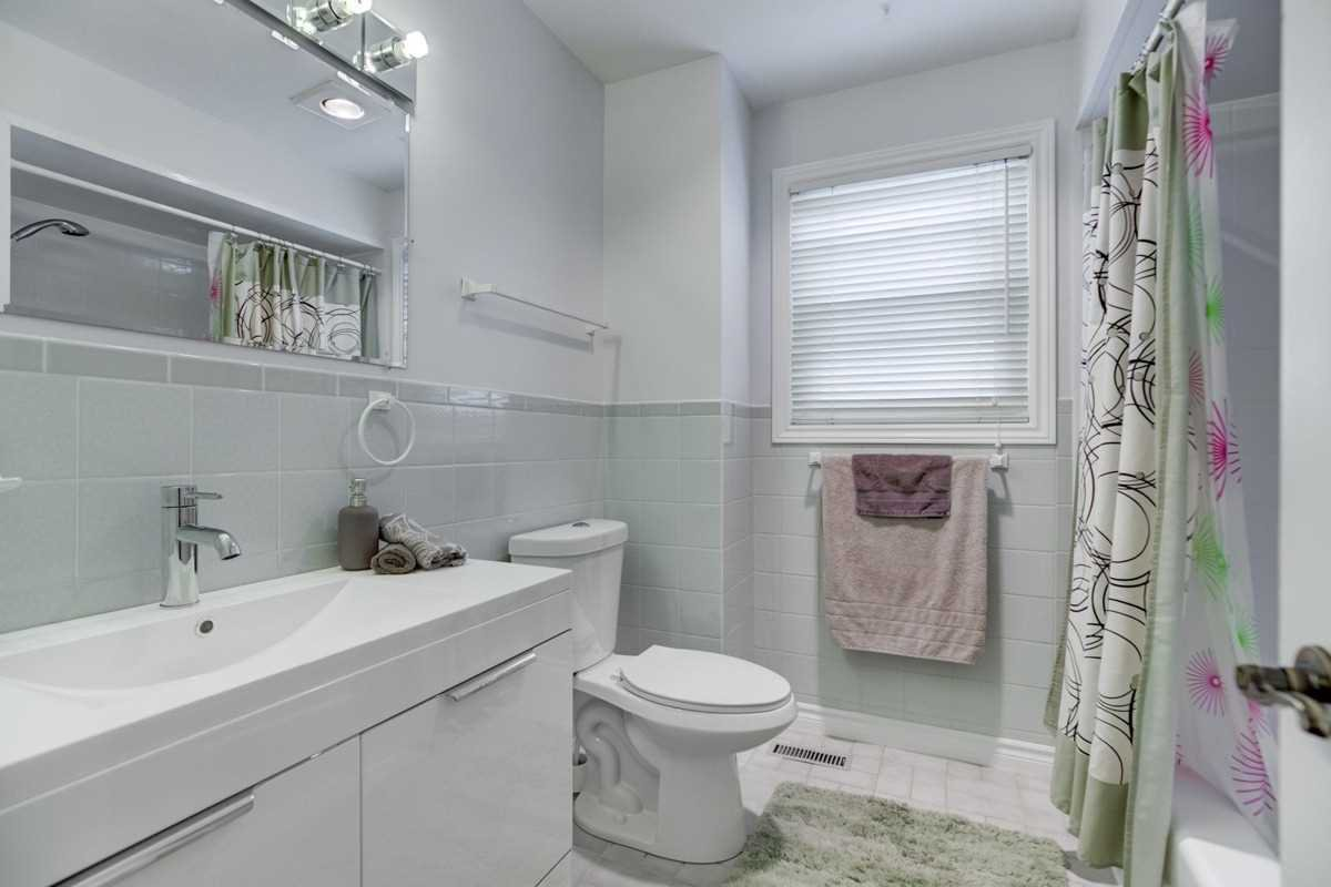 Photo 15: Photos: 2914 Arles Mews in Mississauga: Meadowvale House (2-Storey) for sale : MLS®# W4564506
