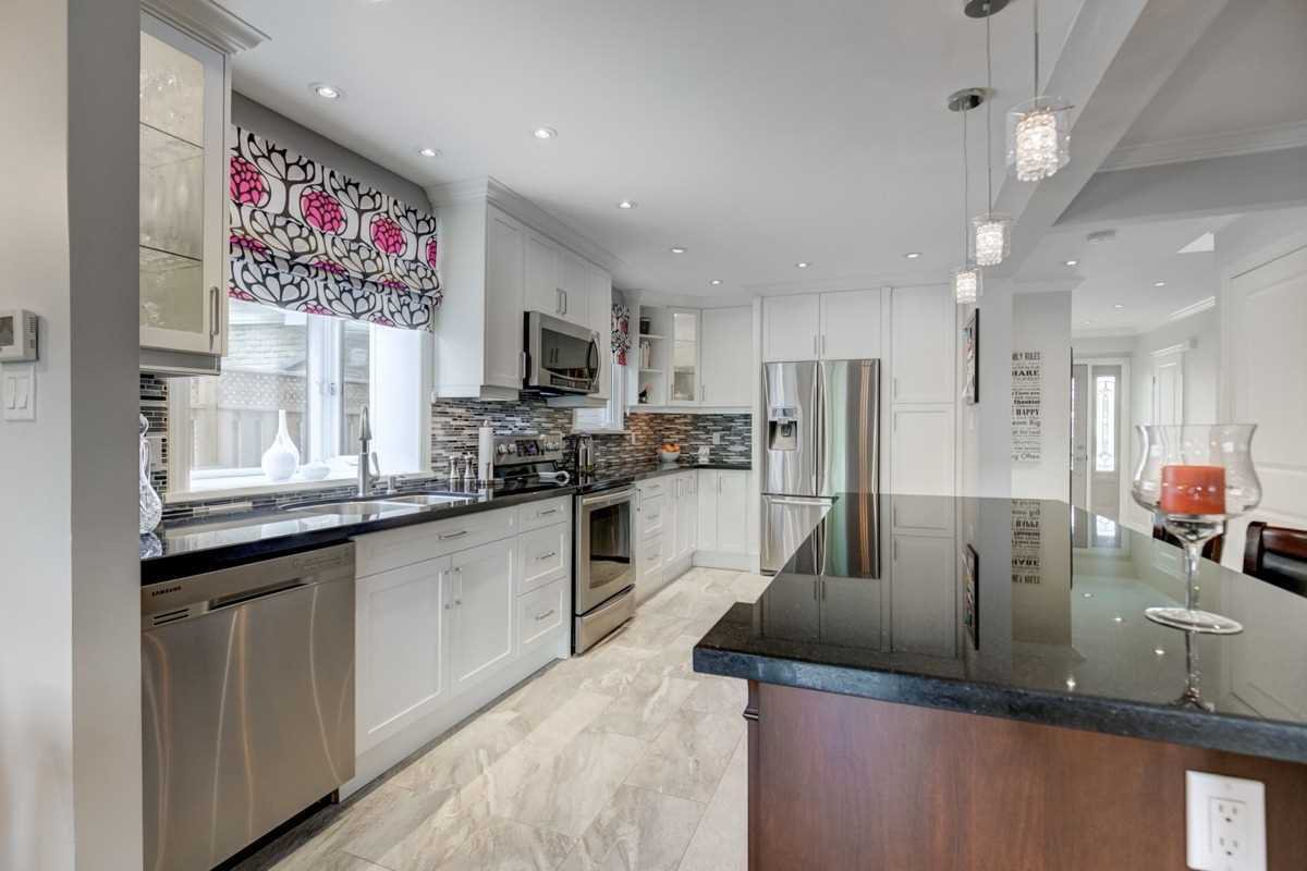 Photo 8: Photos: 2914 Arles Mews in Mississauga: Meadowvale House (2-Storey) for sale : MLS®# W4564506