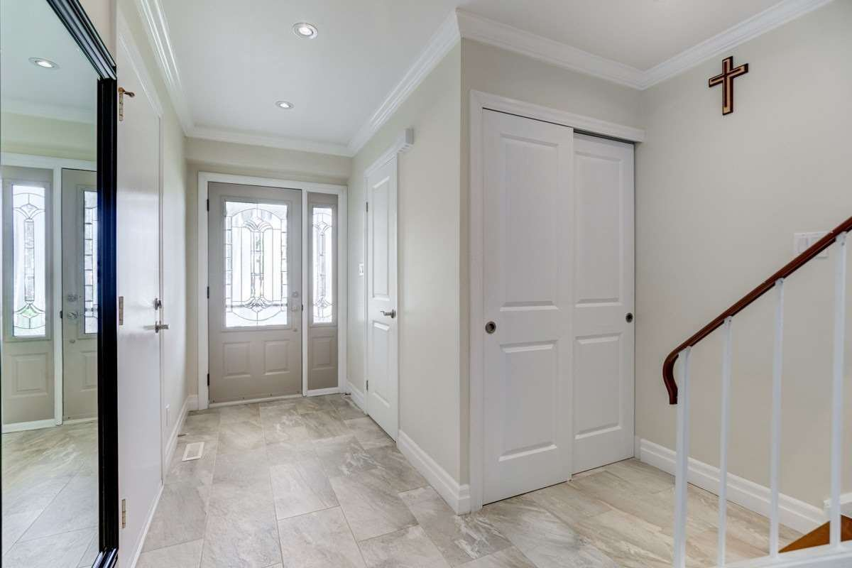 Photo 2: Photos: 2914 Arles Mews in Mississauga: Meadowvale House (2-Storey) for sale : MLS®# W4564506