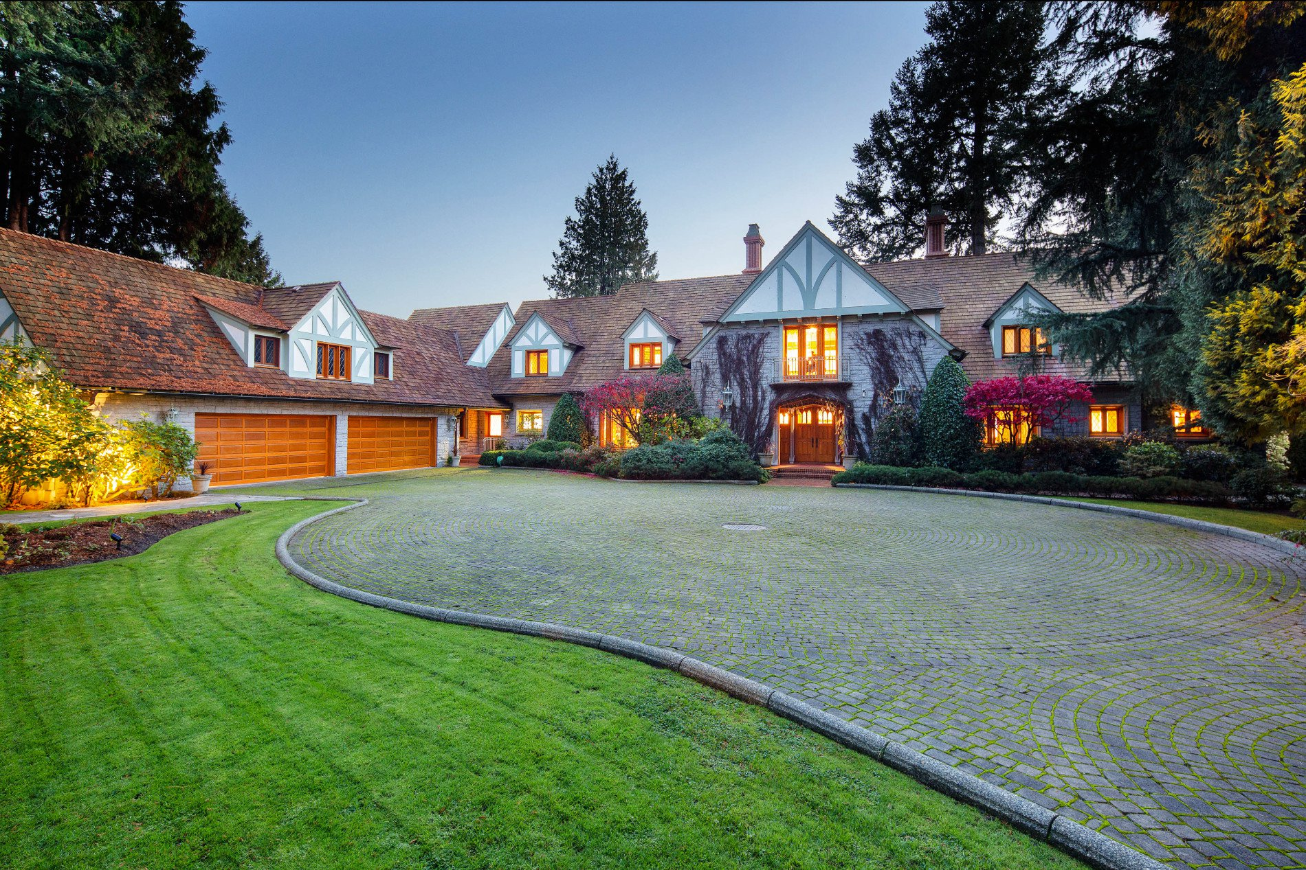 Main Photo: Prestige Landmark Waterfront Estate in West Vancouver: House for sale