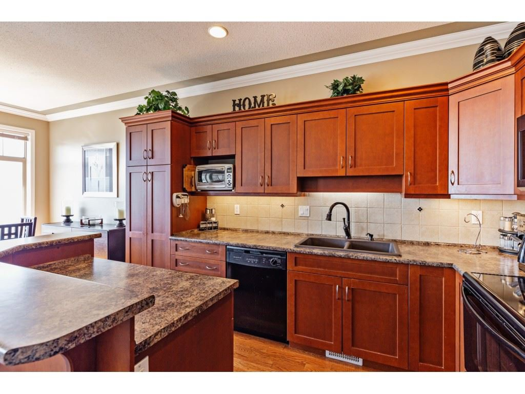 """Photo 5: Photos: 34 2842 WHATCOM Road in Abbotsford: Abbotsford East Townhouse for sale in """"Forest Ridge"""" : MLS®# R2450038"""