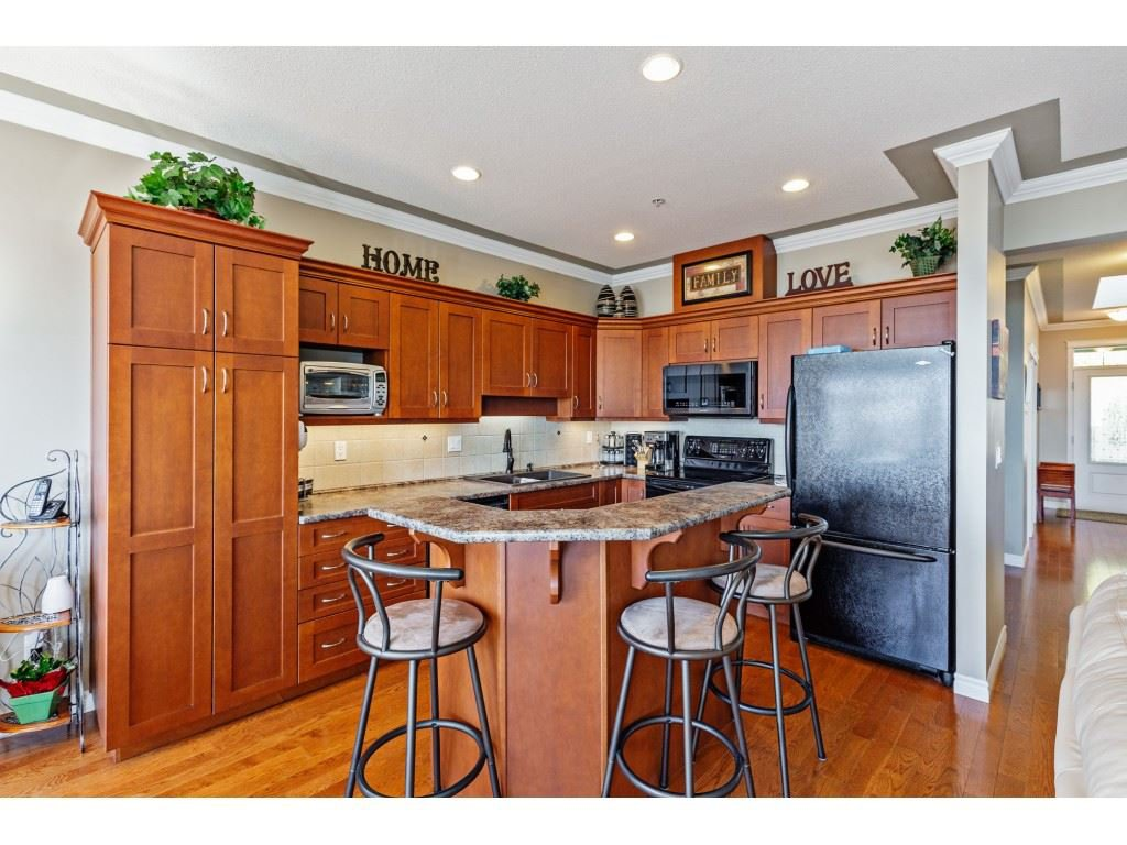"""Photo 3: Photos: 34 2842 WHATCOM Road in Abbotsford: Abbotsford East Townhouse for sale in """"Forest Ridge"""" : MLS®# R2450038"""