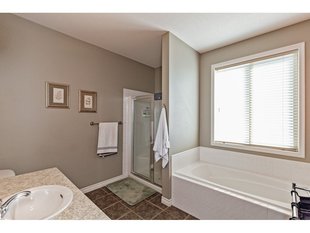 """Photo 12: Photos: 34 2842 WHATCOM Road in Abbotsford: Abbotsford East Townhouse for sale in """"Forest Ridge"""" : MLS®# R2450038"""