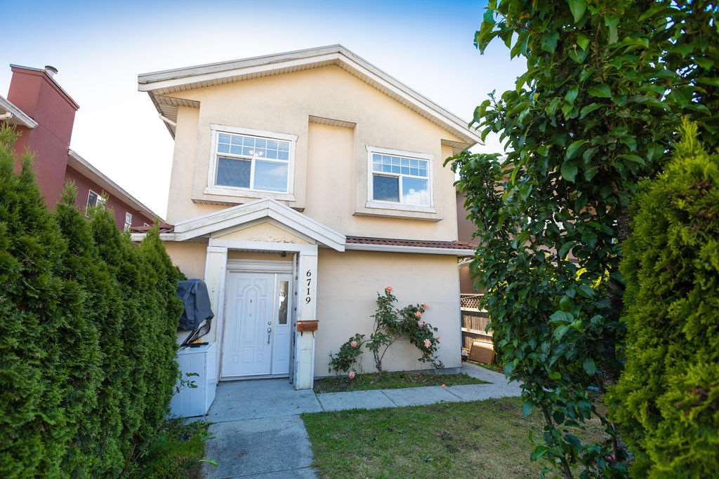 Main Photo: 6719 FRASER Street in Vancouver: South Vancouver House 1/2 Duplex for sale (Vancouver East)  : MLS®# R2456666