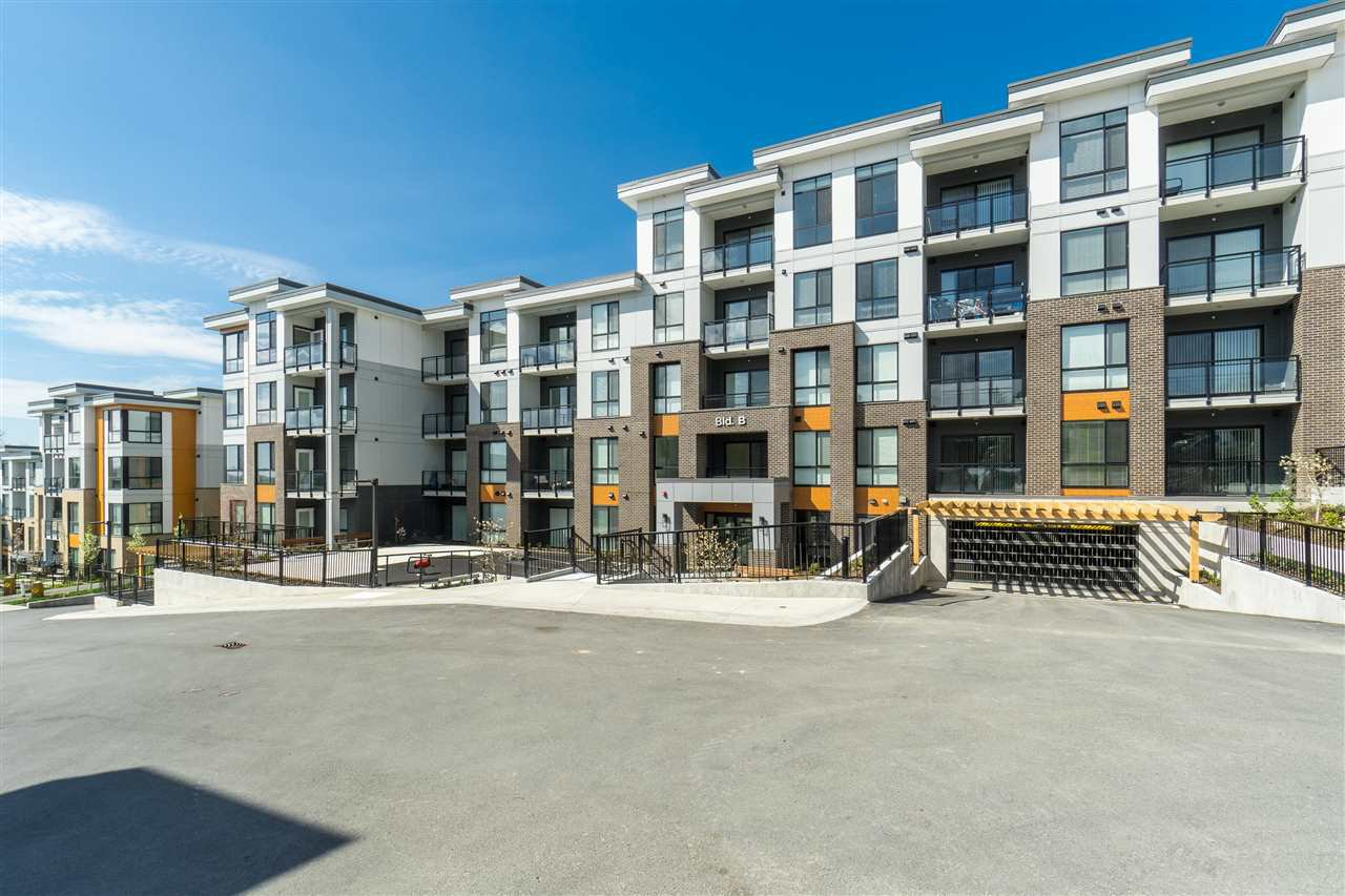 "Main Photo: B104 20087 68 Avenue in Langley: Willoughby Heights Condo for sale in ""PARK HILL"" : MLS®# R2499687"