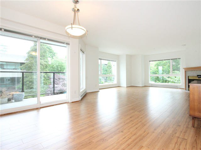 """Main Photo: 303 2577 WILLOW Street in Vancouver: Fairview VW Condo for sale in """"Willow Garden"""" (Vancouver West)  : MLS®# V1097846"""
