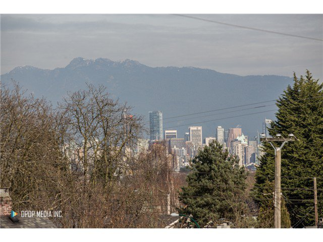 "Photo 2: Photos: 3691 W 23RD Avenue in Vancouver: Dunbar House for sale in ""DUNBAR"" (Vancouver West)  : MLS®# V1109810"