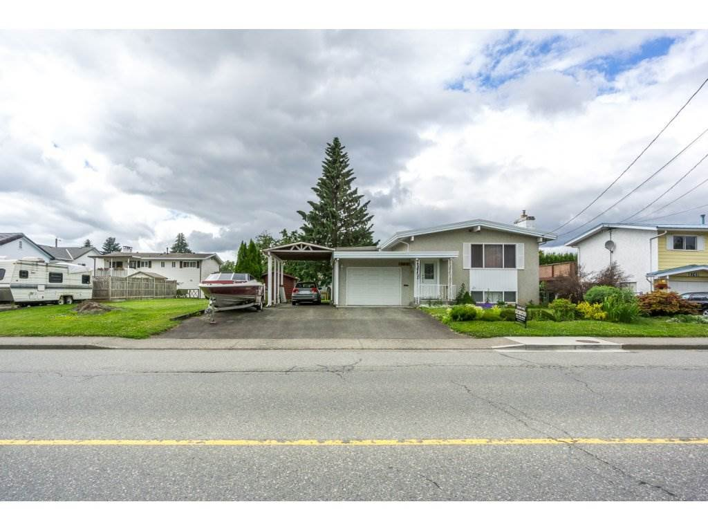 Main Photo: 8733 BROADWAY Street in Chilliwack: Chilliwack E Young-Yale House for sale : MLS®# R2180216