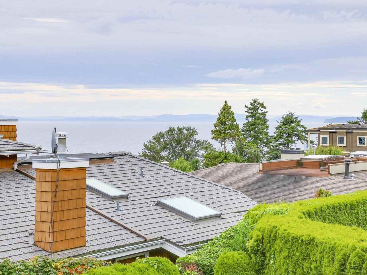 Photo 11: Photos: 1325 132B Street in Surrey: Crescent Bch Ocean Pk. House for sale (South Surrey White Rock)  : MLS®# R2185643