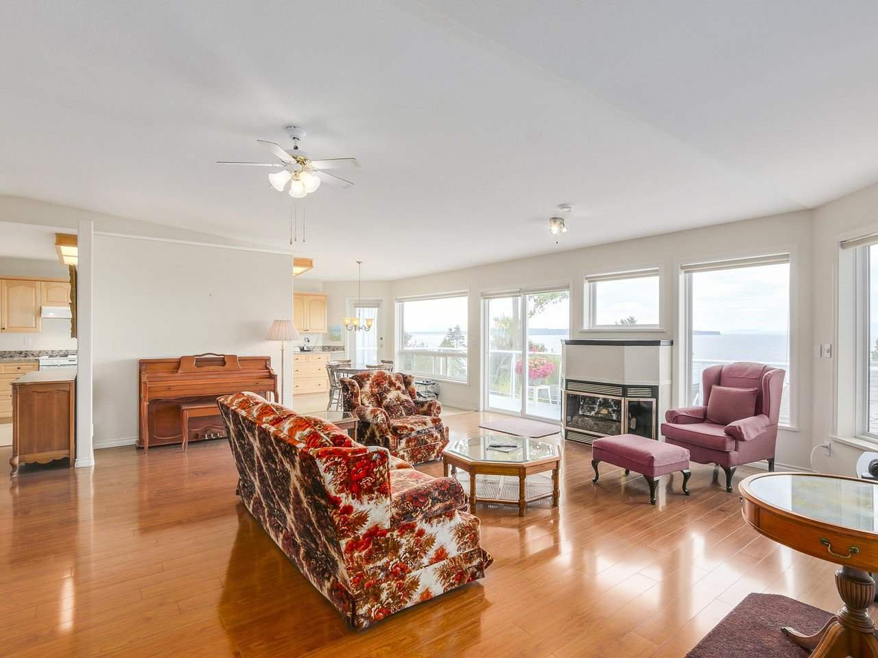 Photo 3: Photos: 1325 132B Street in Surrey: Crescent Bch Ocean Pk. House for sale (South Surrey White Rock)  : MLS®# R2185643