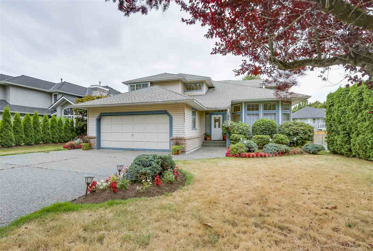 Main Photo: 9305 204 Street in Langley: Walnut Grove House for sale : MLS®# R2199334