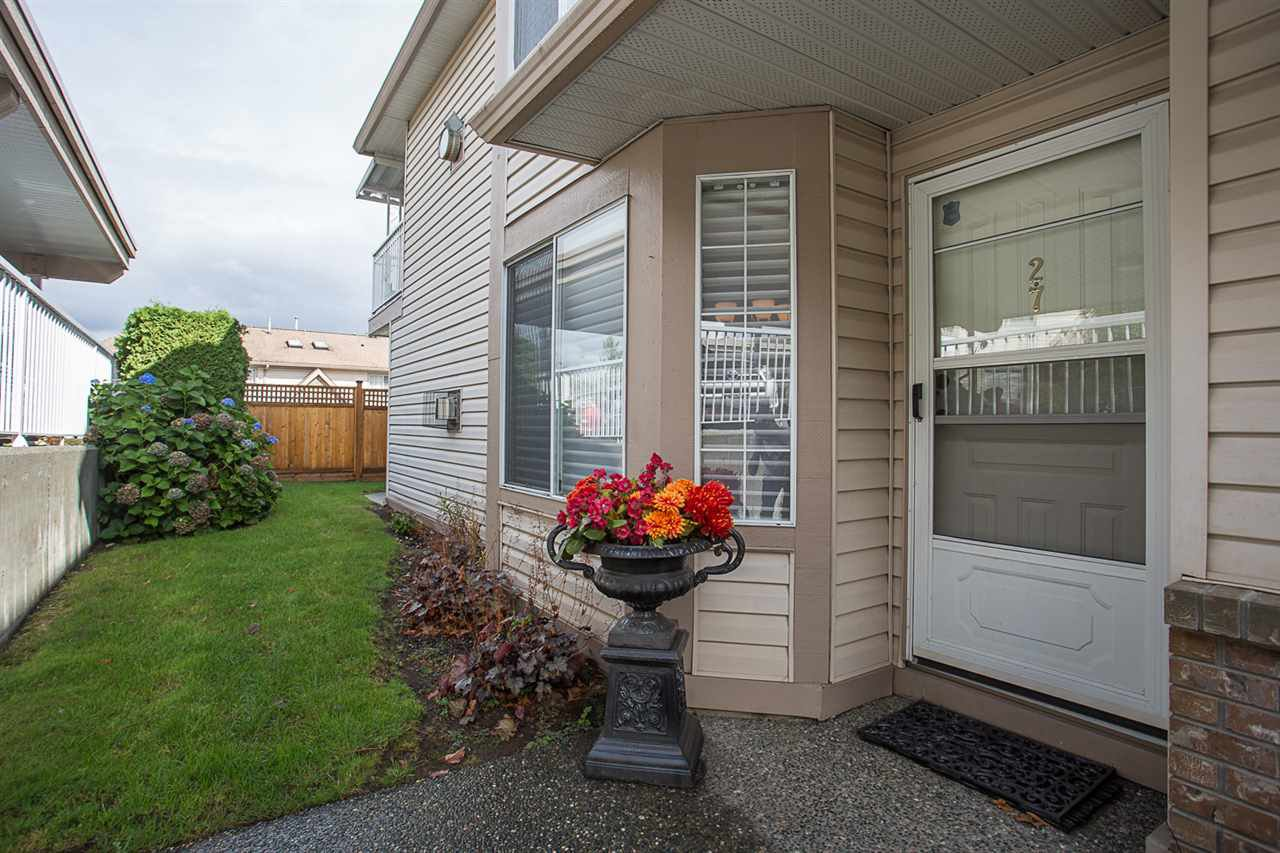 """Main Photo: 27 3110 TRAFALGAR Street in Abbotsford: Central Abbotsford Townhouse for sale in """"Northview Properties"""" : MLS®# R2207096"""