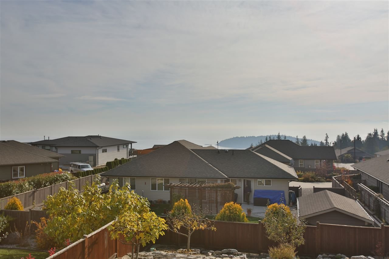 "Photo 9: Photos: 6253 KEVINS Road in Sechelt: Sechelt District House for sale in ""TYLER HEIGHTS"" (Sunshine Coast)  : MLS®# R2228477"