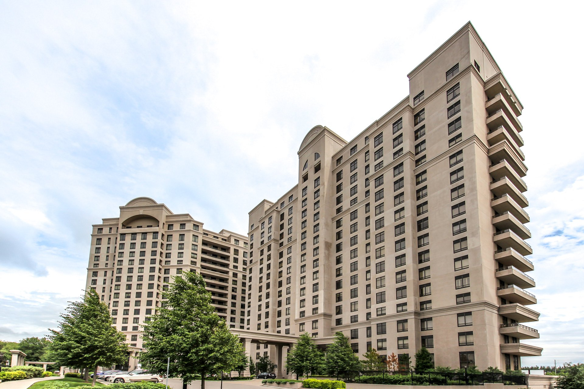Main Photo: 9245 Jane St Unit #515 in Vaughan Bellaria Condo Marie Commisso