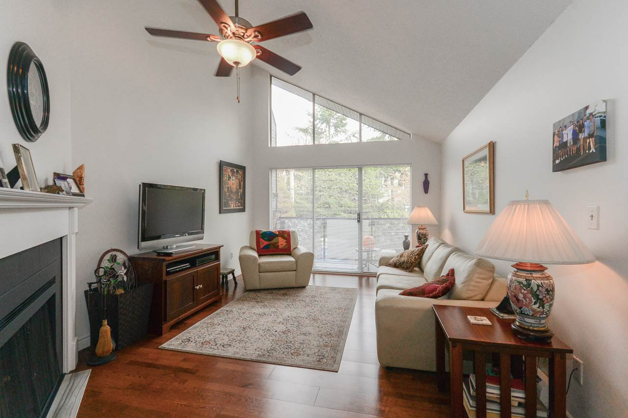 Features Fantastic Vaulted Ceilings!