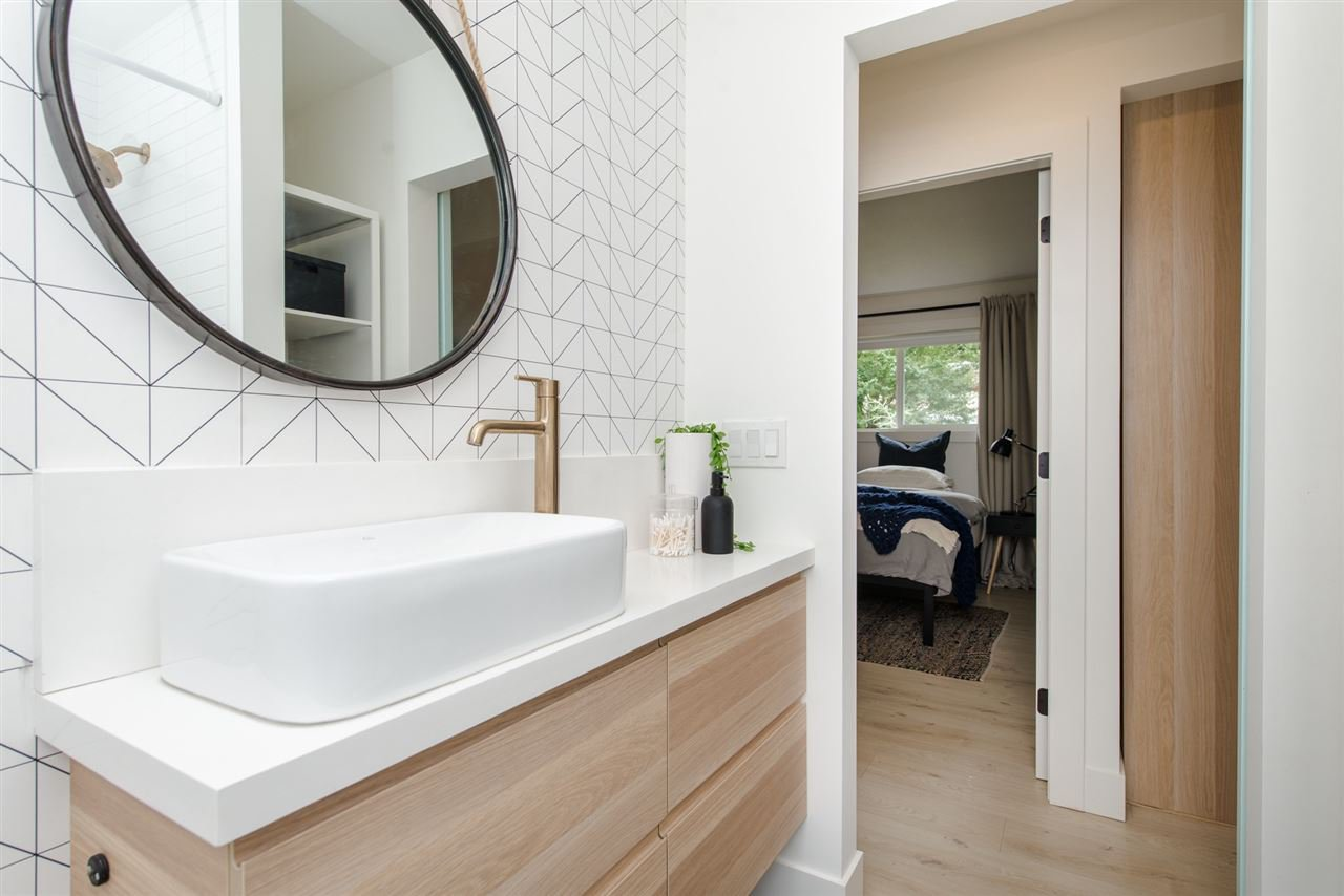 "Photo 15: Photos: 6444 REID Road in Sardis: Sardis West Vedder Rd House for sale in ""Sardis"" : MLS®# R2322018"