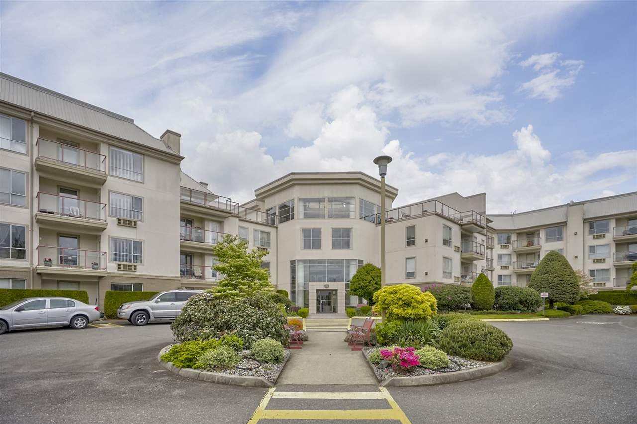 "Main Photo: 421 2626 COUNTESS Street in Abbotsford: Abbotsford West Condo for sale in ""The Wedgewood"" : MLS®# R2363114"