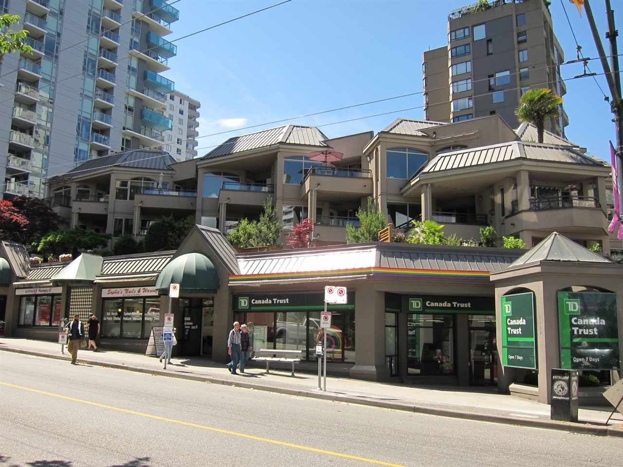 "Main Photo: 207 1208 BIDWELL Street in Vancouver: West End VW Condo for sale in ""Baybreeze"" (Vancouver West)  : MLS®# R2409529"