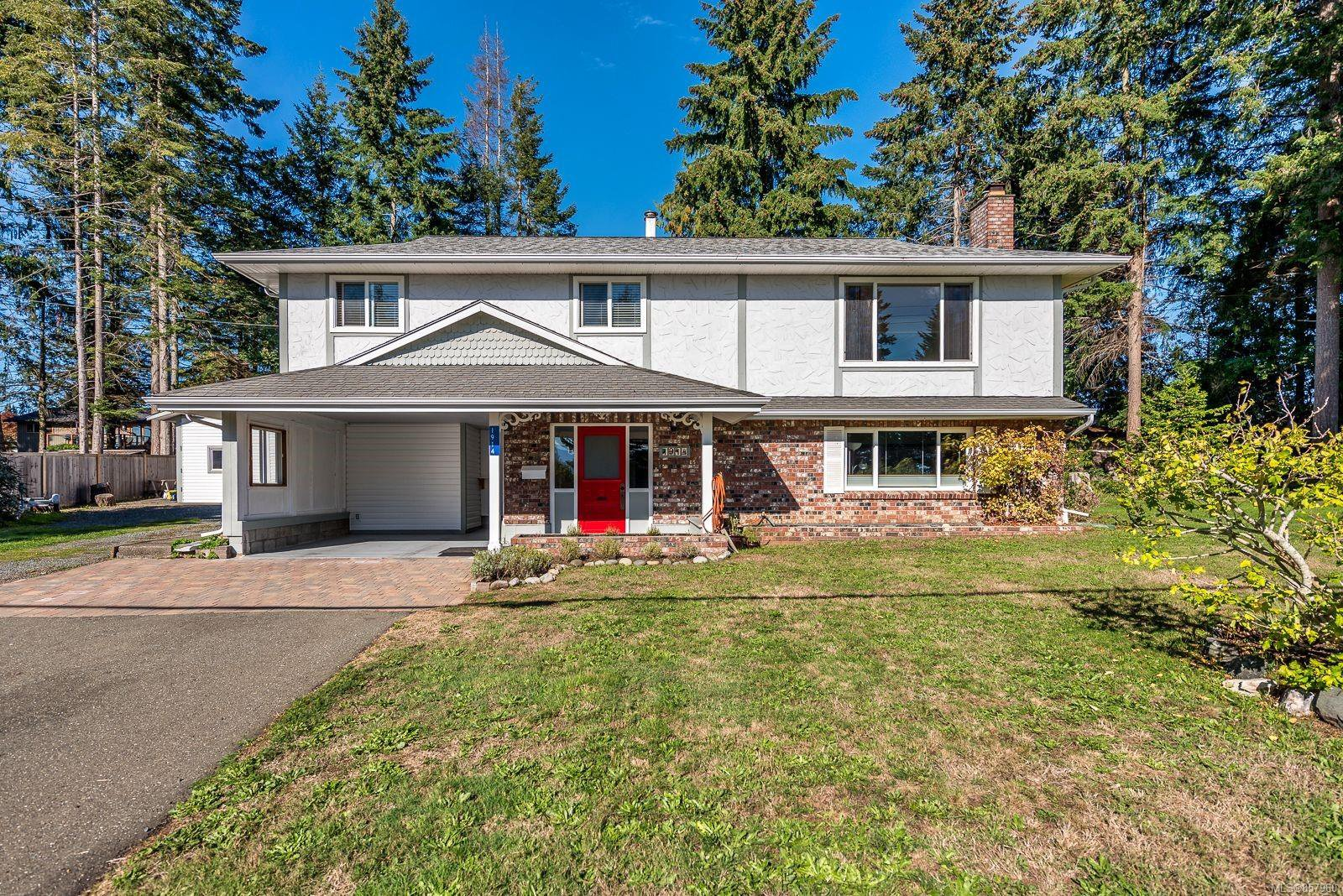 Main Photo: 1914 Bolt Ave in : CV Comox (Town of) House for sale (Comox Valley)  : MLS®# 857960