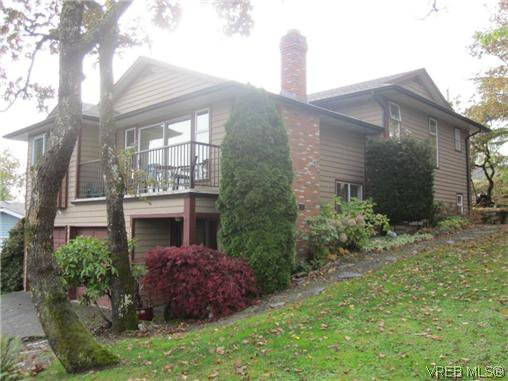 Main Photo: 1143 McBriar Avenue in VICTORIA: SE Lake Hill Residential for sale (Saanich East)  : MLS®# 318024