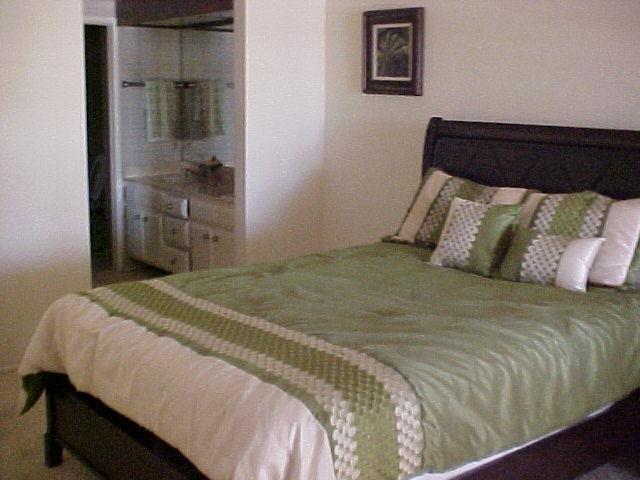 Photo 11: Photos: CORONADO CAYS Condo for sale : 2 bedrooms : 19 Kingston Court in CORONADO