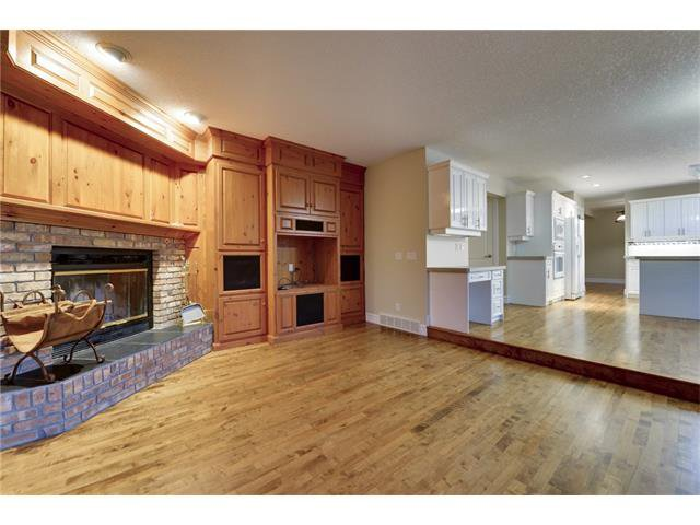 Photo 5: Photos: 124 WOODPARK Circle SW in Calgary: Woodlands House for sale : MLS®# C4047863