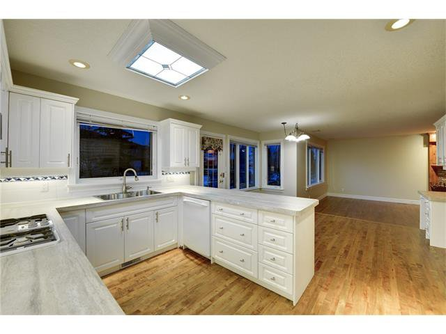 Photo 4: Photos: 124 WOODPARK Circle SW in Calgary: Woodlands House for sale : MLS®# C4047863