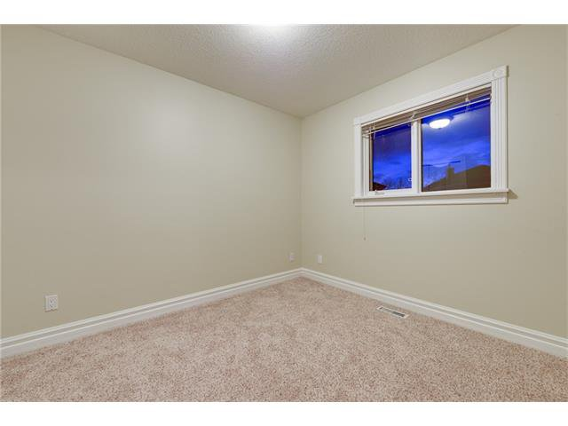 Photo 15: Photos: 124 WOODPARK Circle SW in Calgary: Woodlands House for sale : MLS®# C4047863
