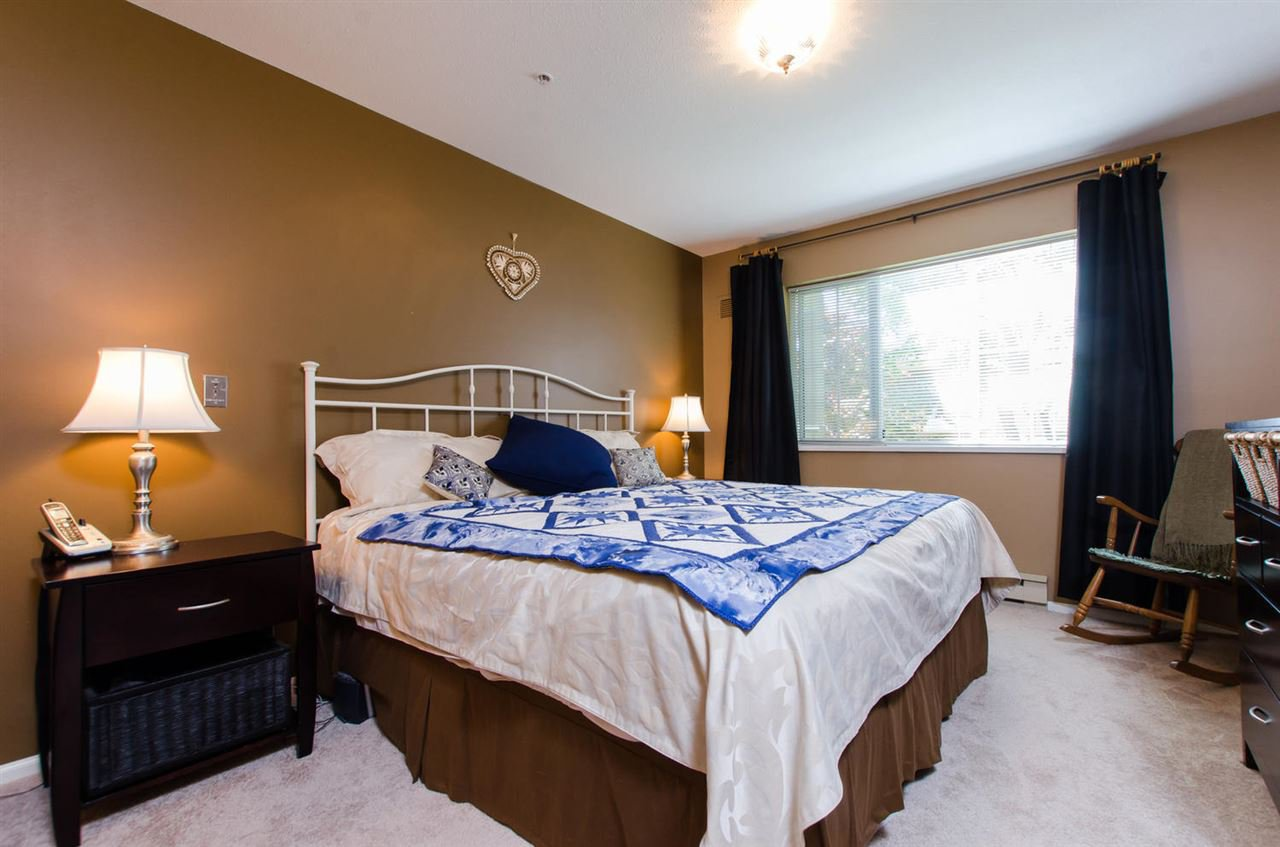 "Photo 10: Photos: 216 2239 152 Street in Surrey: Sunnyside Park Surrey Condo for sale in ""Semiahmoo Estates"" (South Surrey White Rock)  : MLS®# R2033570"