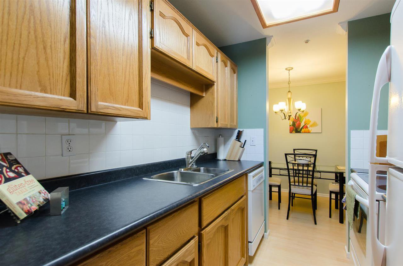 "Photo 12: Photos: 216 2239 152 Street in Surrey: Sunnyside Park Surrey Condo for sale in ""Semiahmoo Estates"" (South Surrey White Rock)  : MLS®# R2033570"