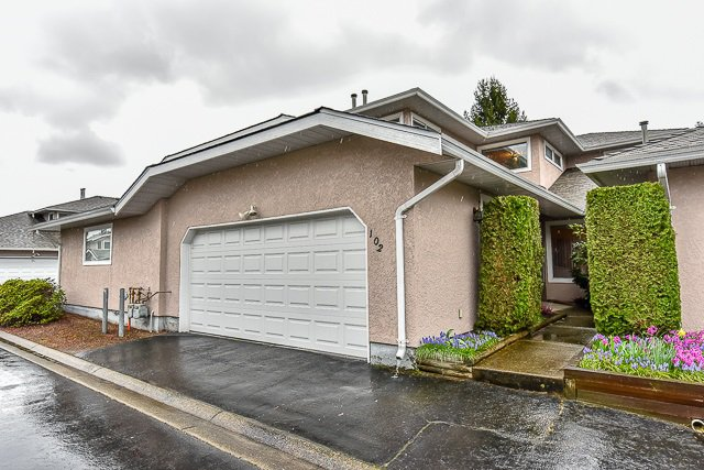 "Main Photo: 102 15501 89A Avenue in Surrey: Fleetwood Tynehead Townhouse for sale in ""AVONDALE"" : MLS®# R2048806"
