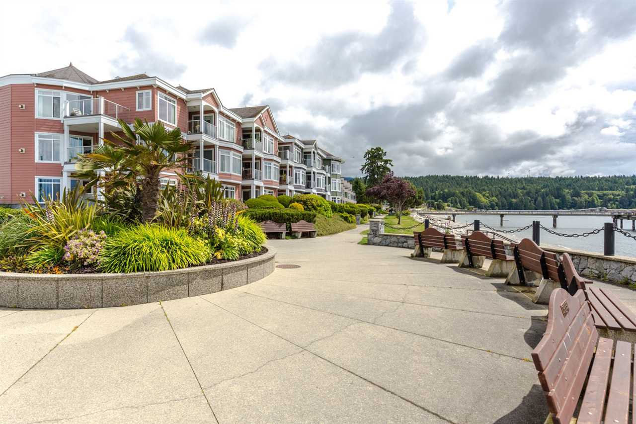 Main Photo: 308 5470 INLET Avenue in Sechelt: Sechelt District Condo for sale (Sunshine Coast)  : MLS®# R2081666