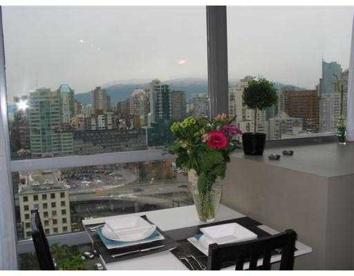 """Photo 3: Photos: 501 PACIFIC Street in Vancouver: Downtown VW Condo for sale in """"THE 501"""" (Vancouver West)  : MLS®# V622768"""