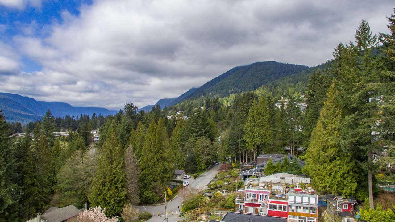 """Photo 5: Photos: 274 W ROCKLAND Road in North Vancouver: Upper Lonsdale House for sale in """"UPPER LONSDALE"""" : MLS®# R2360083"""