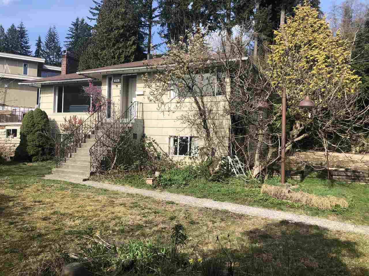 """Photo 2: Photos: 274 W ROCKLAND Road in North Vancouver: Upper Lonsdale House for sale in """"UPPER LONSDALE"""" : MLS®# R2360083"""
