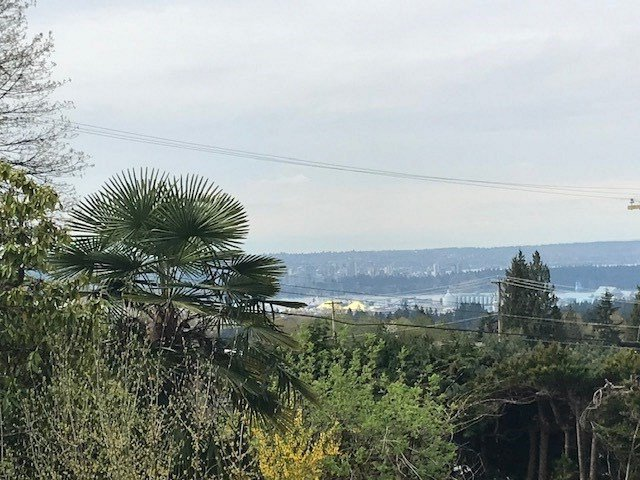 """Photo 3: Photos: 274 W ROCKLAND Road in North Vancouver: Upper Lonsdale House for sale in """"UPPER LONSDALE"""" : MLS®# R2360083"""