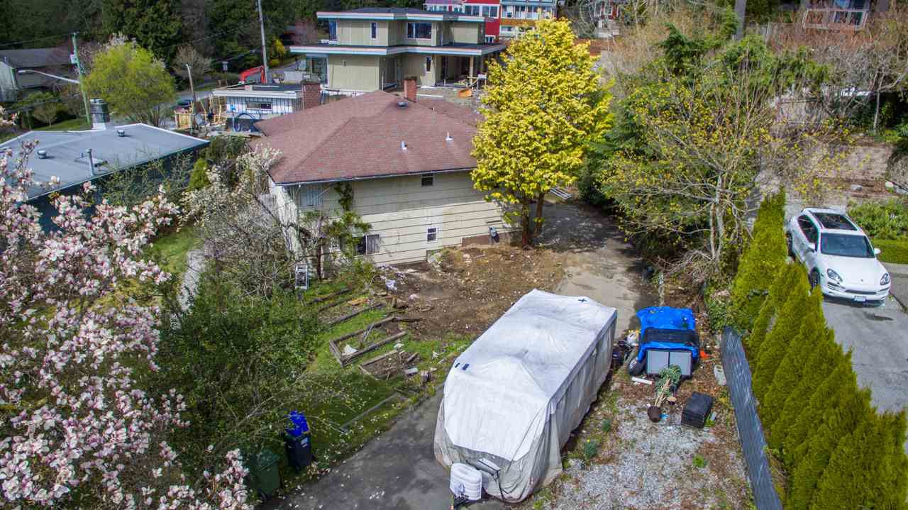 """Photo 6: Photos: 274 W ROCKLAND Road in North Vancouver: Upper Lonsdale House for sale in """"UPPER LONSDALE"""" : MLS®# R2360083"""