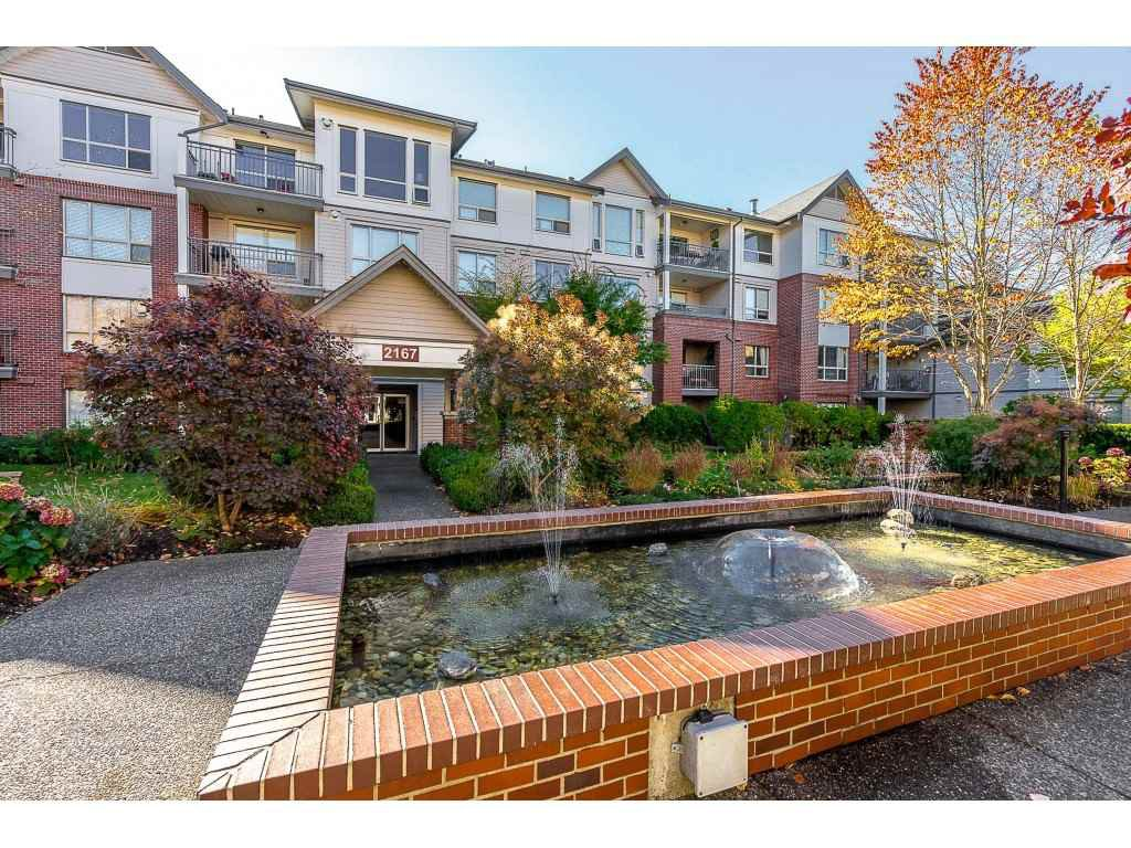 "Main Photo: 203 2167 152 Street in Surrey: Sunnyside Park Surrey Condo for sale in ""Muirfield Gardens"" (South Surrey White Rock)  : MLS®# R2371549"