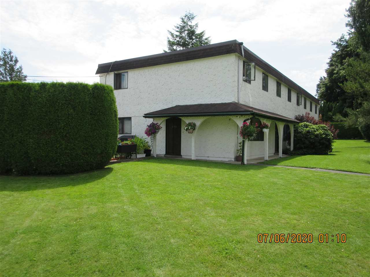 Main Photo: 2988 268A Street in Langley: Aldergrove Langley Townhouse for sale : MLS®# R2472593
