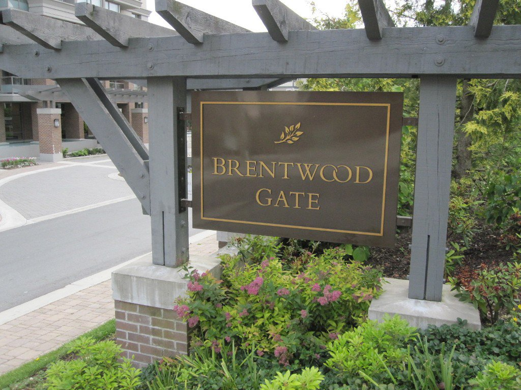Main Photo: 212 4799 Brentwood Drive in Burnaby: Condo for sale : MLS®# v991763