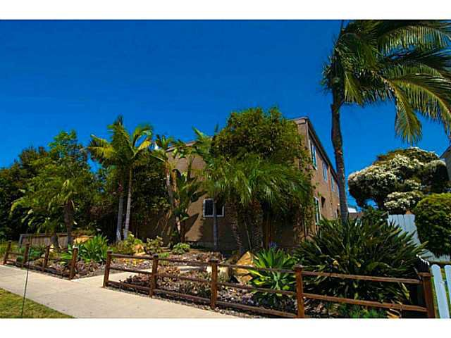 Main Photo: PACIFIC BEACH Townhome for sale : 3 bedrooms : 856 Diamond Street in San Diego