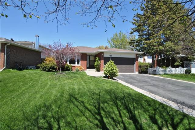 Main Photo: 3 Illingworth Court in Aurora: Aurora Heights House (Backsplit 4) for sale : MLS®# N3802187