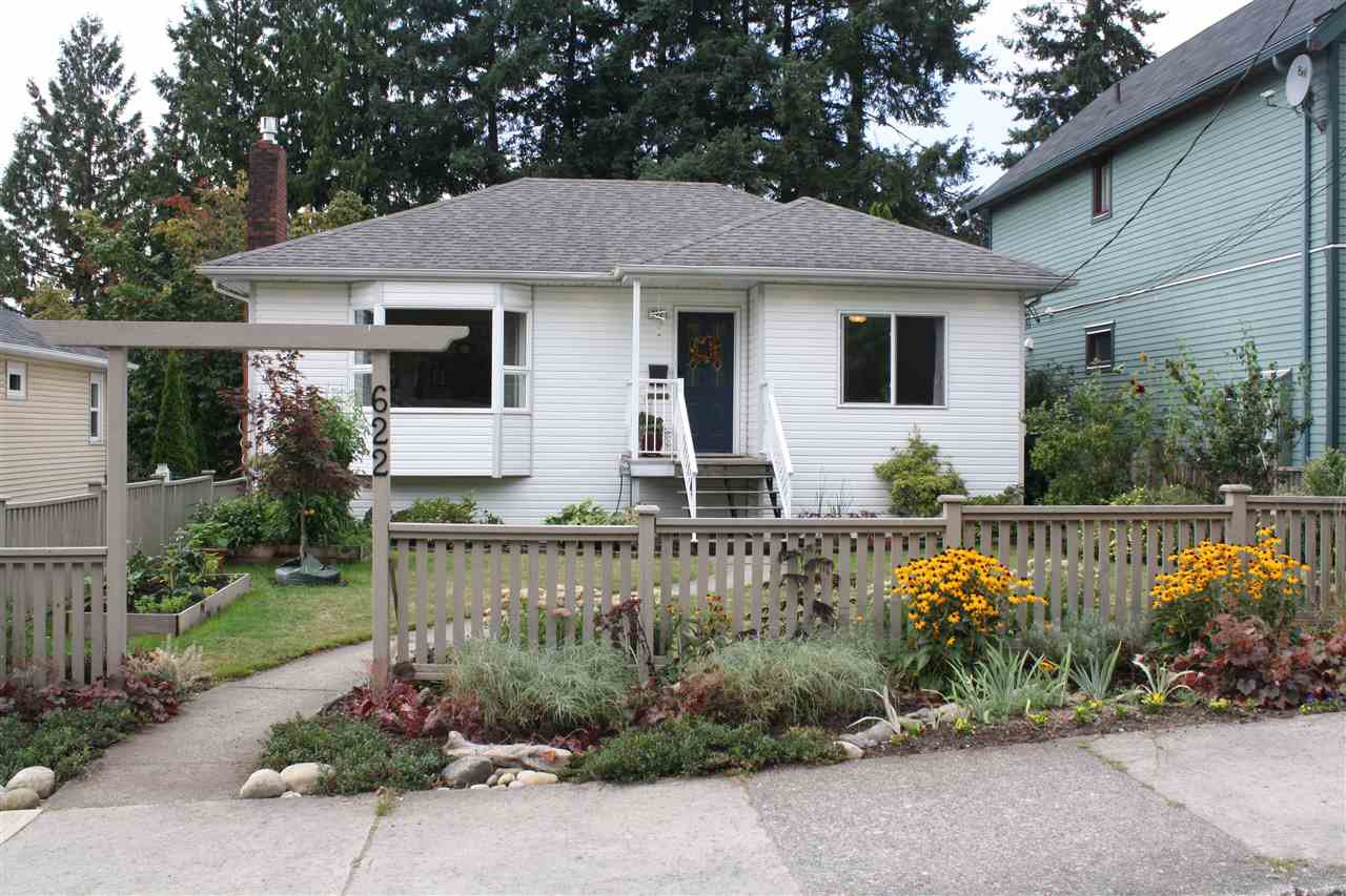 Main Photo: 622 TENTH Street in New Westminster: Moody Park House for sale : MLS®# R2202037